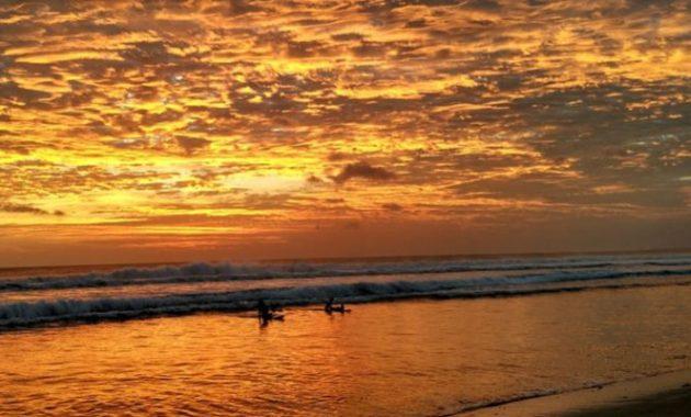 Keindahan sunset di pantai kuta